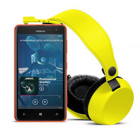 nokia lumia 625 with yellow boom headphones