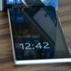 Nokia Lumia 925 bottom