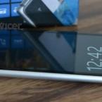 Nokia Lumia 925 left side